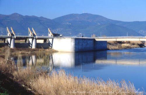 L'opera di presa dello scolmatore d'Arno a Pontedera